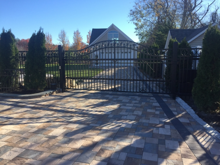 Arched Ornamental Iron Cantilever Slide Gate with Flor-de-lis