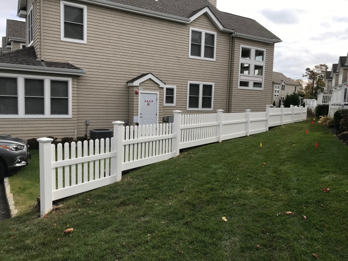 PVC Stepped Picket Fence
