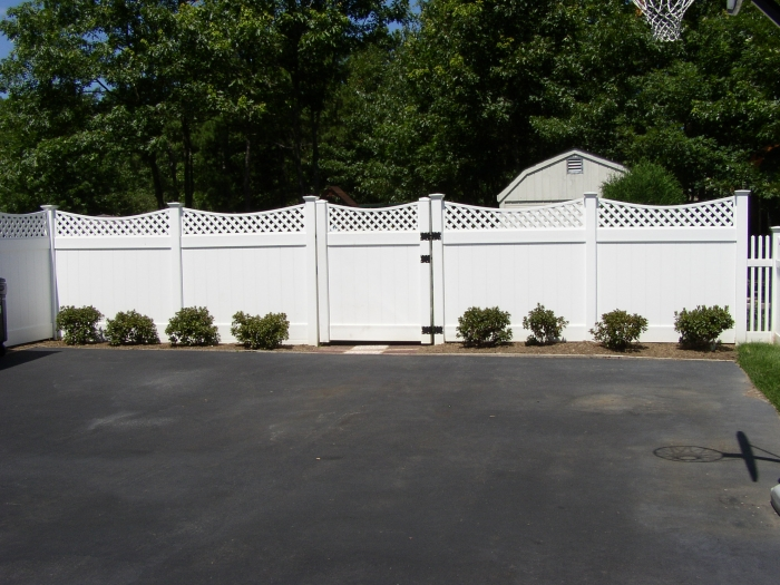 Lattice Top PVC Fence - Scalloped